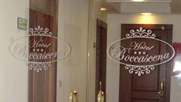 doppia-porta-vetro-hotel